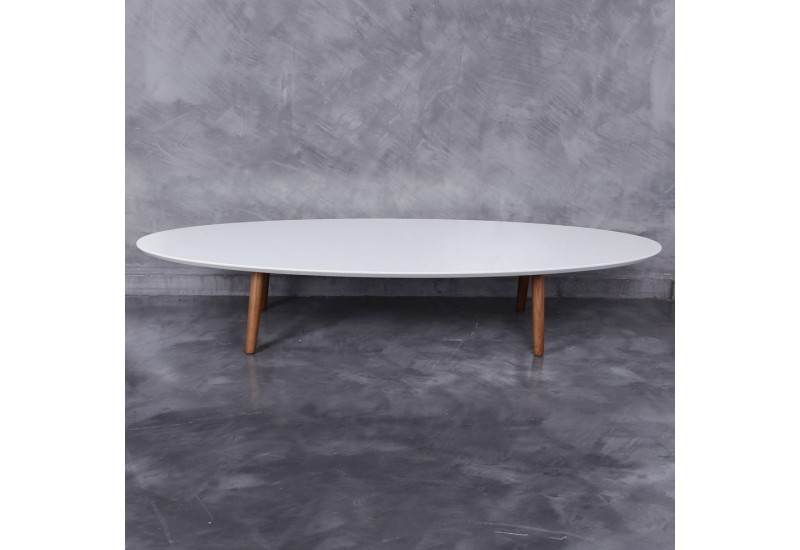 Table basse ovale scandinave avec plateau en bois laqu e for Table basse scandinave bois