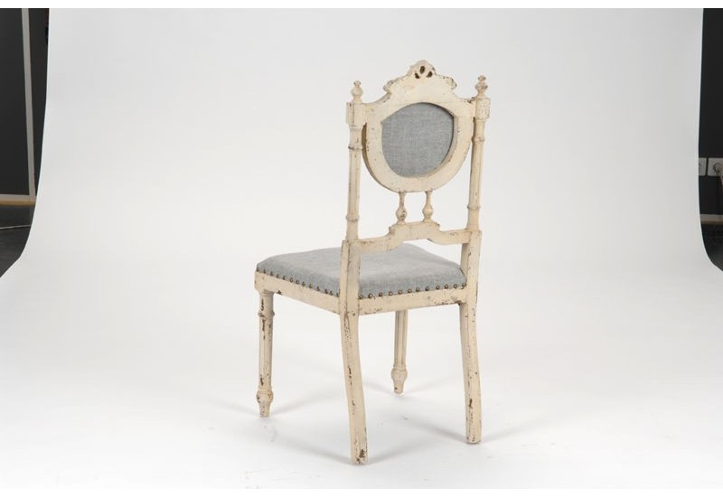 chaise blanche vieillie style louis xvi amadeus amadeus 16023. Black Bedroom Furniture Sets. Home Design Ideas