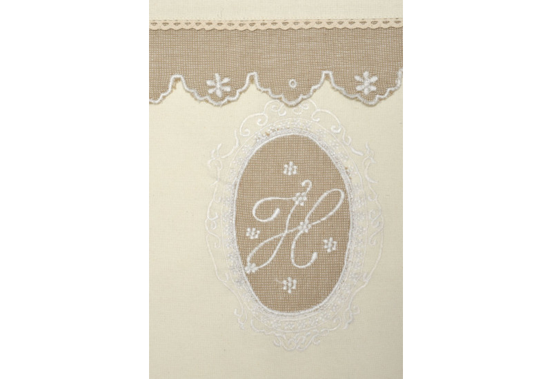 nappe carr shabby chic broderie monogramme cr me et taupe150x150cm. Black Bedroom Furniture Sets. Home Design Ideas