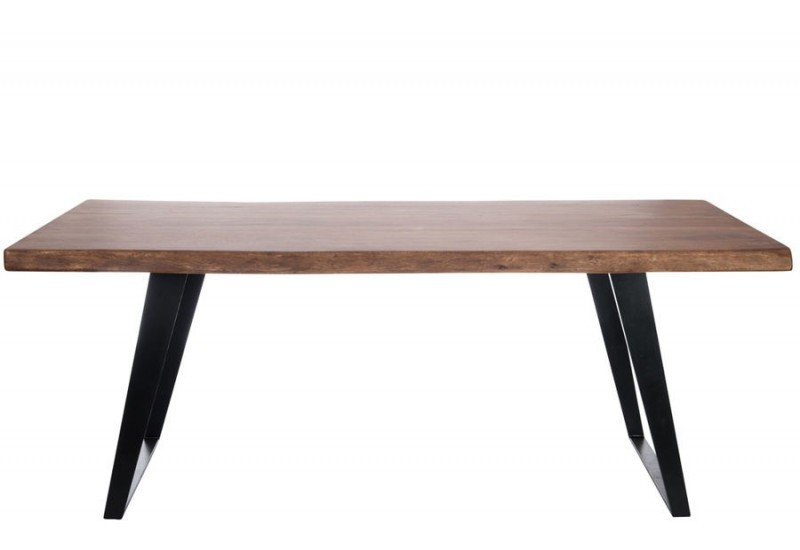 Table manger campagnard en bois massif et pied en m tal for Table a manger noir