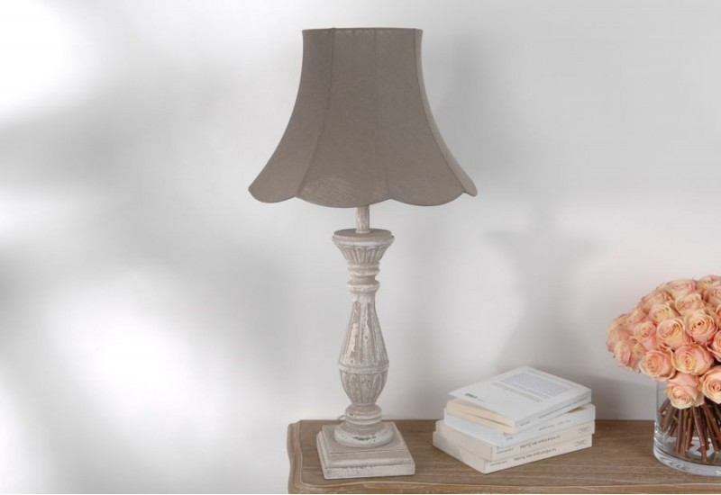 lampe shabby chic celestine avec abat jour pagode taupe. Black Bedroom Furniture Sets. Home Design Ideas